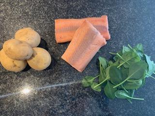 Kochrezept für Lachsfilet mit Kartoffeln und Spinat